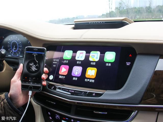 来到舒适性及多媒体配置方面,国产CT6全系配备了智能无钥匙进入系统、空气过滤器以及CUE移动互联系统。此外,包括12.3英寸全液晶仪表盘、电动开启行李厢、后排电动遮阳帘均装配在中高配车型上。而铂金版车型更装配了前排20向座椅调节(带加热、通风、按摩功能)、后排14向座椅调节(带加热、通风、按摩)以及四温区空调功能。