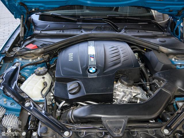 宝马M2:动力上搭载一台3.0L直列六缸涡轮增压发动机,其最大功率272kW(370Ps),最大扭矩465Nm。