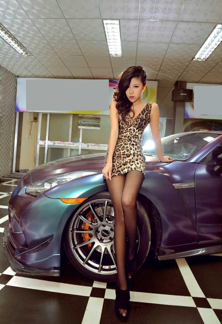豹纹美女车模冷艳性感
