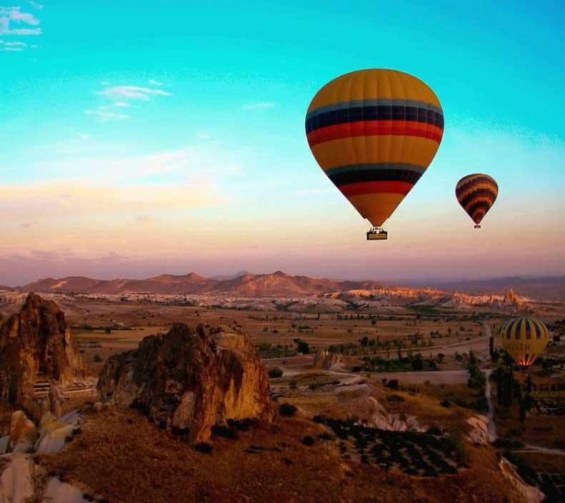 色彩艳丽的热气球