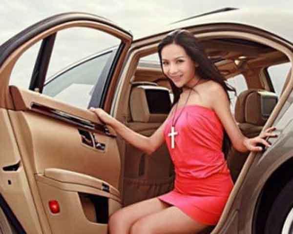 美女展示奢华生活-爱卡汽车