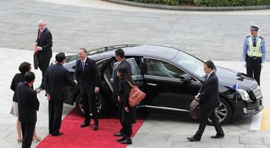 前不久,外交部正式决定在中国驻俄罗斯、伊朗、阿尔及利亚三国大使馆试用红旗H7轿车,再次引发了人们对于外交车的关注。