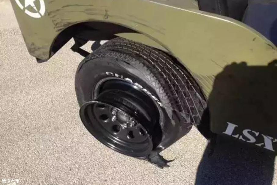 64岁Jeep变身超级赛车 科尔维特遭绝杀